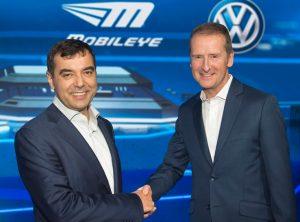 Schwarmdaten ebnen Weg für automatisches Fahren: Volkswagen und Mobileye unterzeichnen Vereinbarung